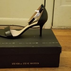 Vienna Black Leat Steve Madden Heels